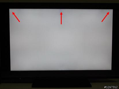 밝은 화면 또는 어두운 화면일때 검은 얼룩이 발생합니다.